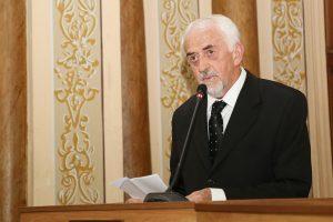 Prof. Maurício em discurso durante o evento