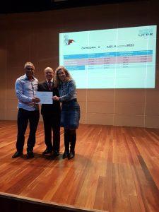 José Clóvis Borges e Elinéia Frohlich recebem o Certificado (foto arquivo pessoal)