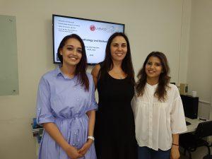 As professoras Saâdia (esq) e Elizabeth, com a doutoranda Yassmina (foto SM)